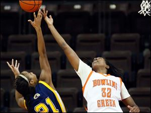 Falcons forward Alexis Rogers (32) battles Kent State forward Melanee Stubbs (21) for a rebound.