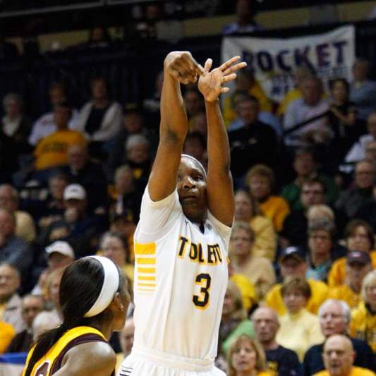 University-of-Toledo-s-forward-Lecretia-Smith-3-puts-up-a-field