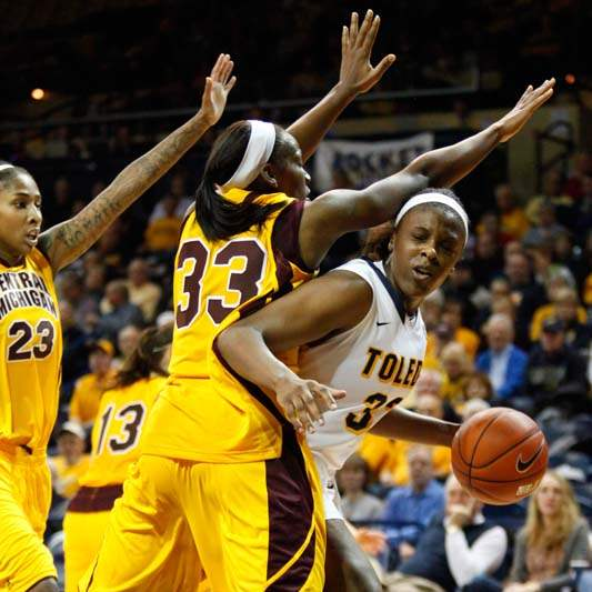 University-of-Toledo-s-Yolanda-Richardson-33-tries-to-dribble