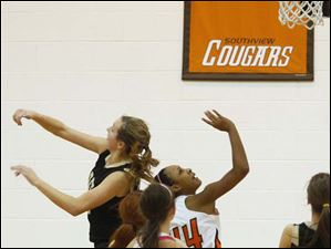 Southview's junior Ke'Lana Green (44) goes in for a layup.