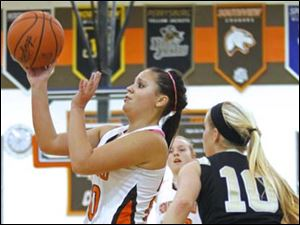 Southview's senior Morgan Ersig (20) puts up two points.