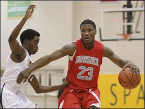 Start High School player Keith Foreman, 20, guards  Bowsher High School player Nate Allen, 23.