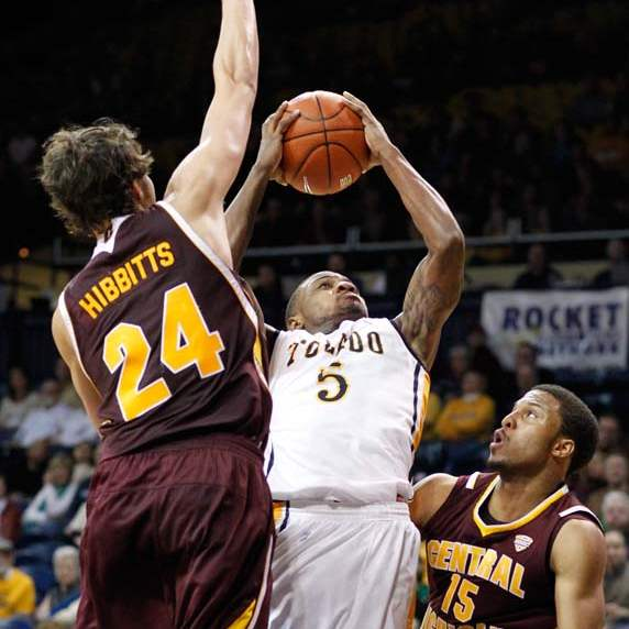 University-of-Toledo-guard-Rian-Pearson-5-goes-to-the-net-against-Central-Michigan