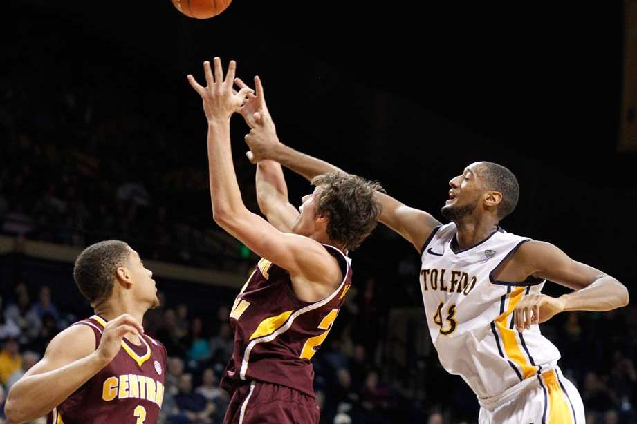 University-of-Toledo-forward-Matt-Smith-battles-Central-Michigan