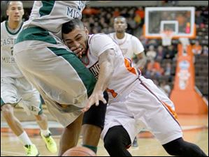 Bowling Green State University player Jordan Crawford, 1, slams into Eastern Michigan University player Daylen Harrison, 35, during the first half at Bowling Green State Univerisity.