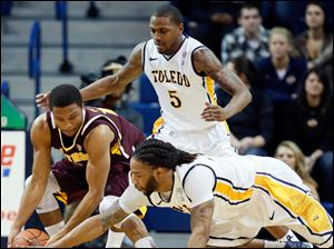 University of Toledo forward Reese Holliday (32) battles  Central Michigan guard Chris Fowler (15) for a loose ball.