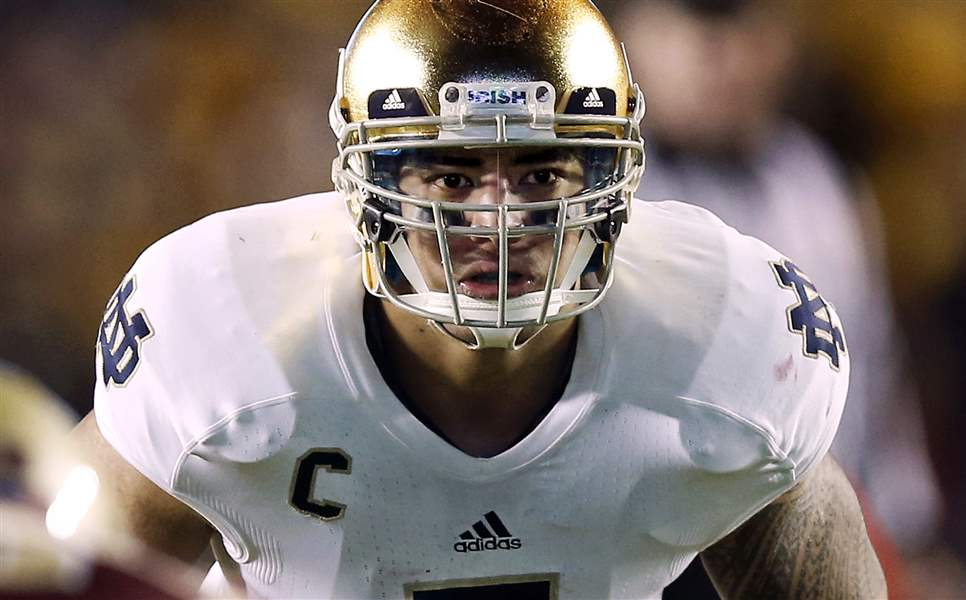 Notre-Dame-linebacker-Manti-Te-o-waits-for-the-snap