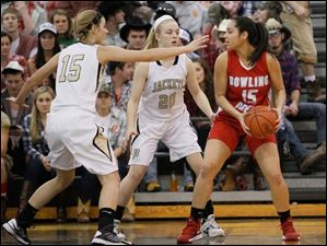 Bowling Green's Tyanna Smith is guarded by Perrysburg's Maddy Perry (15) left, and Samantha Gremler (20).