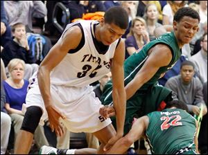 St. John's Jesuit's Marc Loving (32) battles Central Catholic's Nate Harris (22) and DeShone Kizer (14) for a loose ball.