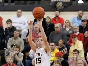 Perrysburg's Shane Edwards launches a shot against Bowling Green.