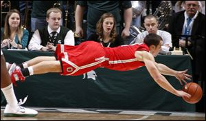 Ohio State guard and Findlay native Aaron Craft dives for a loose ball.