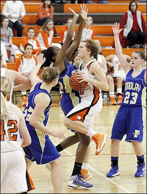 Findlay's Christina McQueen blocks the path of Southview's Taryn Stanley. McQueen scored 13 points, while Stanley had 11.