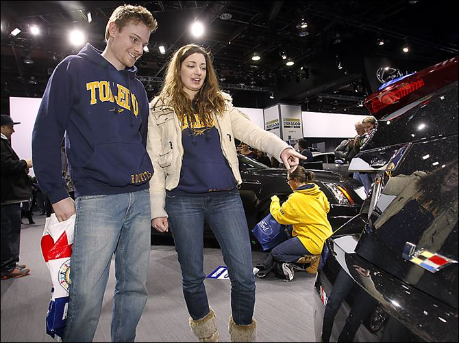 Autoshow Vette Josh Pettrey Josh Pettrey of  Ypsilanti, Mich., and Sarah Przybylski of Peters-burg, Mich., look at the back of a Cadillac CTS on the first day of the North American International Auto Show in Detroit.