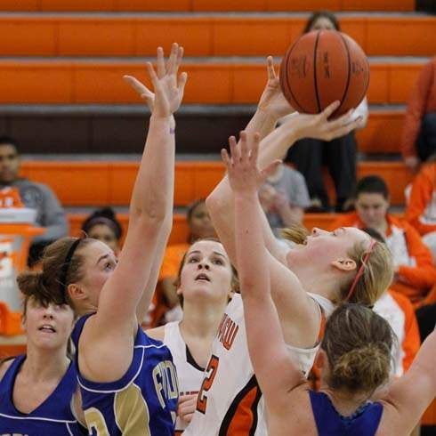 SPT-sviewhoop19p-westphal-vs-findlay-defenders