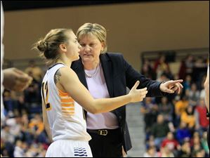 Toledo's Riley McCormick talks with head coach Tricia Cullop.