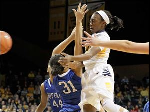 UT's Andola Dortch goes up and passes around Buffalo defender Rachael Gregory midway through the first period.