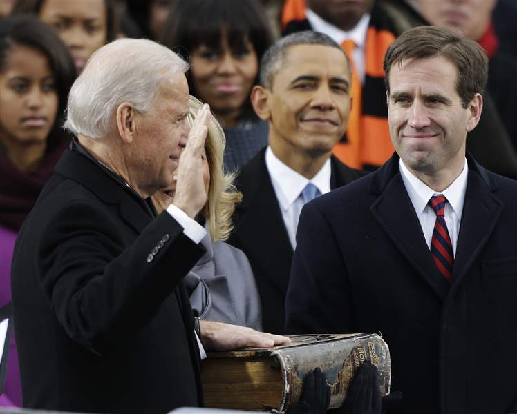 Inaugural-Swearing-In-BIDENs-and-obama