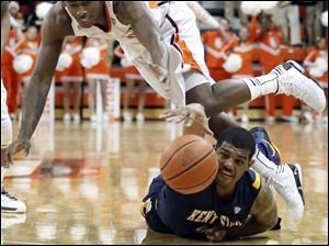 Bowling Green State University forward Craig Sealey (10) scrambles for a loose ball against Kent State guard Darren Goodson (42).