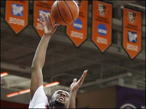 Bowling Green State University guard Chauncey Orr (21) takes a shot against Kent State forward Chris Evans (5).