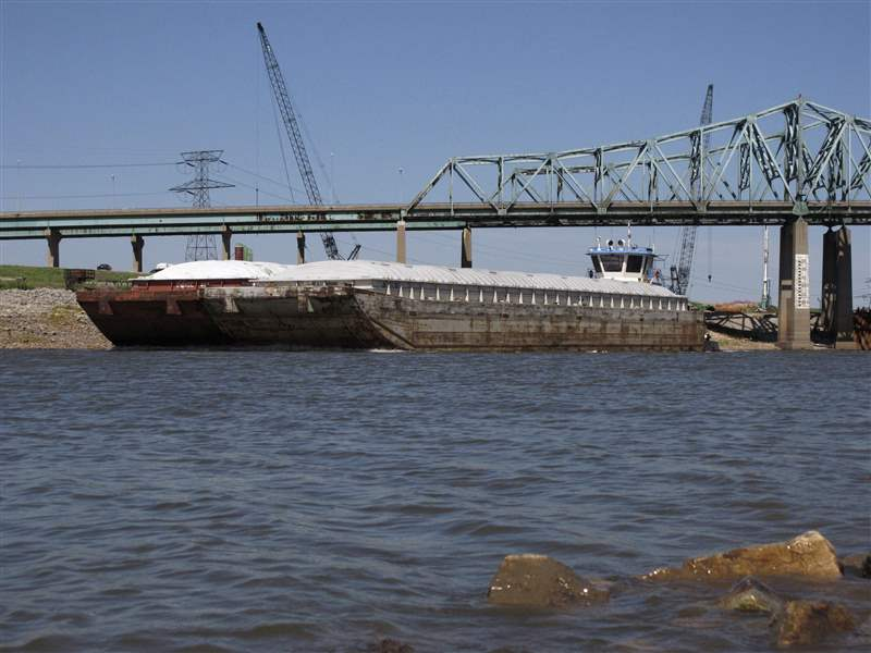 Drought-River-Shipping-MISSISSIPPI