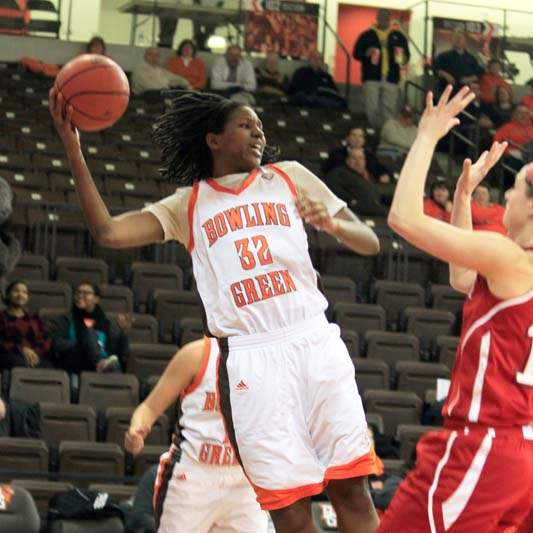 BGSU-s-Alexis-Rogers-in-bounds