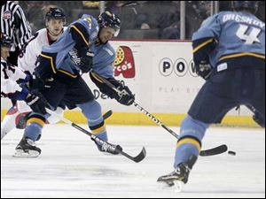 Toledo's Stephon Thorne (26) tips the puck to teammate Phil Oreskovic (4).