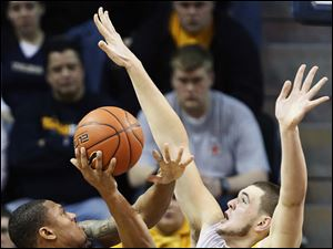 University of Toledo center Nathan Boothe defends against Bowling Green State University forward A'uston Calhoun.