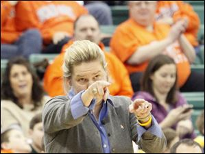 BGSU coach Jennifer Roos directs her players.