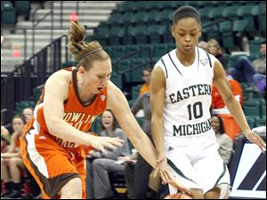 BGSU's Allison Papenfuss, left, and Eastern Michigan's Bianca Cage attempt to control the ball.