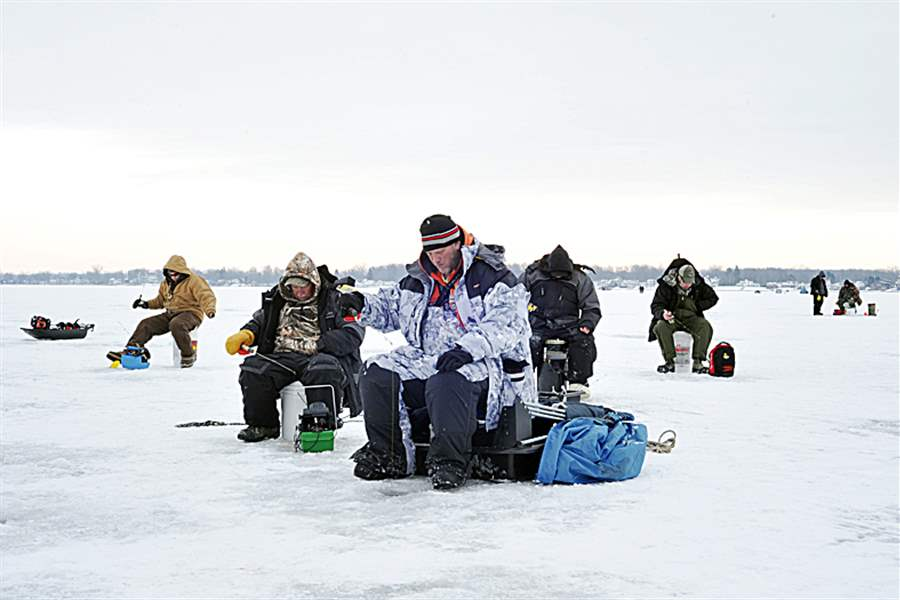 ice-fishing-1