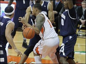BGSU's A'uston Calhoun is surrounded by Akron defenders.