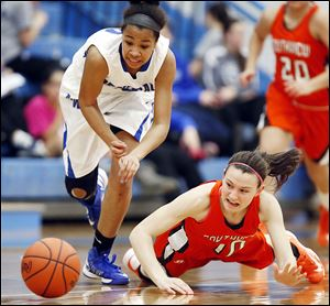 Anthony Wayne's Jasmine Bonivel, left, and Southview's Bailey Hejl chase a loose ball  during Thursday's game. Bonivel paced the Generals with 14 points.