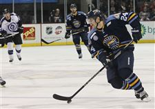 Walleye-Royals-puck-push