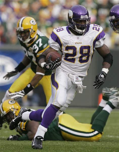 NFL-Offensive-Player-Football-Peterson