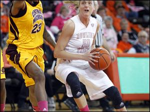 BG's Miriam Justinger, right, drives the lane against Central Michigan's Crystal Bradford.