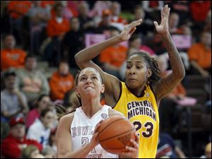BGSU's Chrissy Steffen, left, looks to shoot as Central Michigan's Crystal Bradford defends