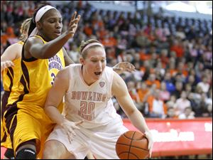 BG's Allison Papenfuss, right, drives against Central Michigan's defense.