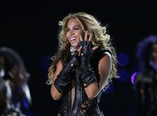Super-Bowl-Football-Beyonce-2-4