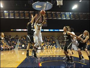 Toledo's Andola Dortch puts a shot up during the second half.