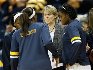 Toledo coach Vicki Hall speaks to players prior to the Rockets' game against Western Michigan.