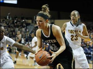 Western Michigan's Jessica Jessing, 52,  tries to grab a loose ball away from Toledo's Andola Dortch, left, during the second half. Watching at right is Toledo's Inma Zanoguera, 23.