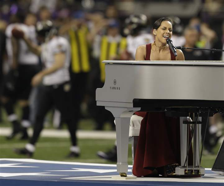 Super-Bowl-Football-alicia-keys