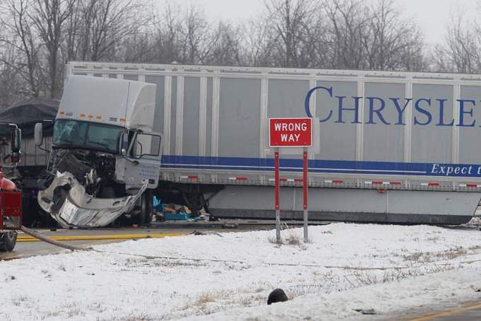 CTY-us24crash05p-chrysler-truck-2