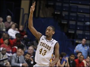 Toledo's Matt Smith hits a 3-pointer.