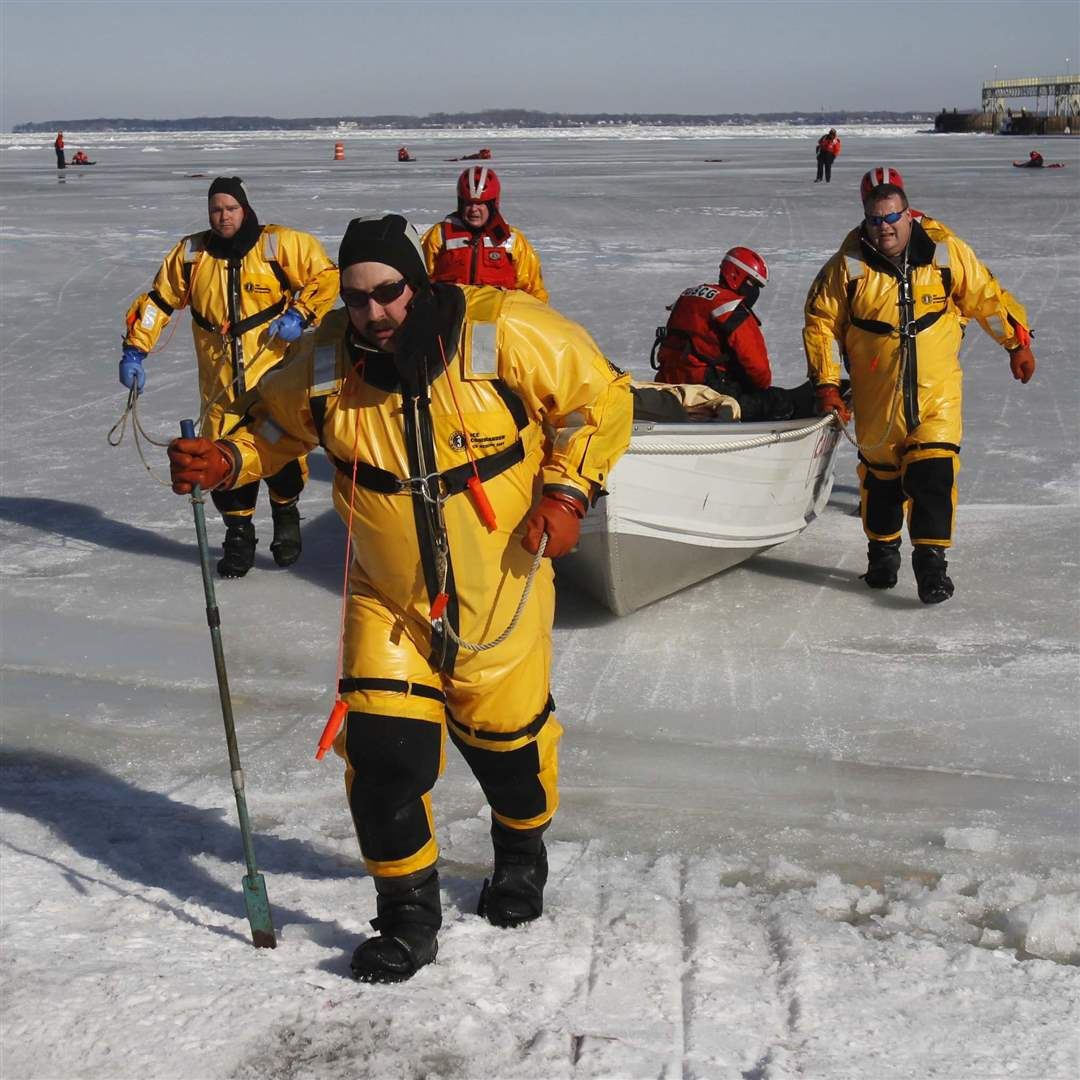 Ice-rescue-exercise-carrying-boat