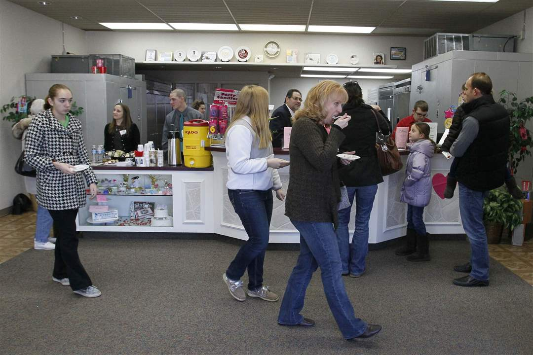 Eston-s-Bakery-open-house-cupcakes-and-pizza