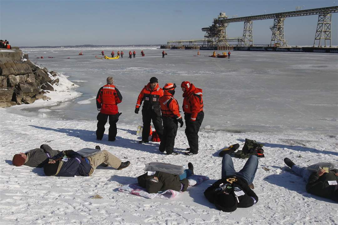 Ice-rescue-exercise-shoreline