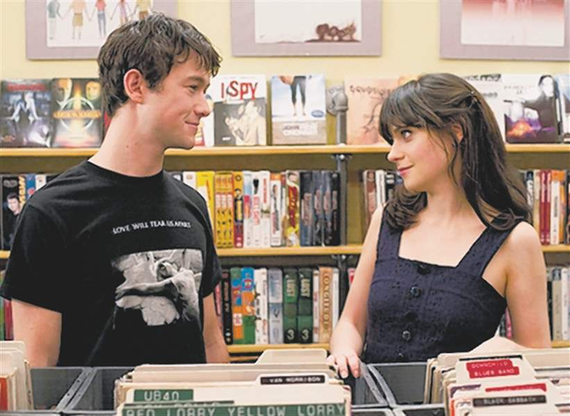 Joseph-Gordon-Levitt-left-and-Zooey-Deschanel