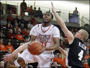 Bowling Green State University guard Chauncey Orr (21) goes to the net against Western Michigan guard Jared Klein (4).