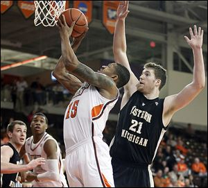 Bowling Green's A'uston Calhoun, who had 24 points, shoots against Western Michigan's Shayne Whittington in Wednesday night's game at the Stroh Center.